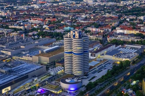 BMW, München Der «Vierzylinder», 101 Meter hoch, beim Olympiapark. Architekt: Karl Schwanzer Bauzeit: 1968–1972 Bild: Imago