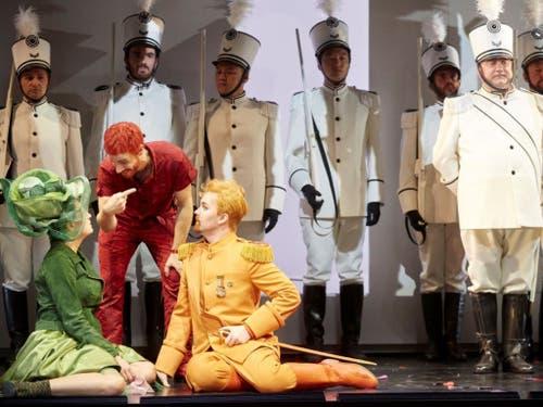 Kunterbunt und luftig-leicht: Rossinis «Il Barbiere di Siviglia» in Bern. (Bild: Annette Boutellier)