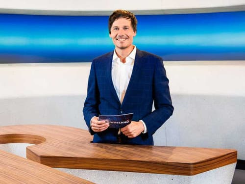 «Rundschau»-Hauptmoderator Dominik Meier ist im Ausland und konnte am 2. Oktober deshalb nicht für seine nach einem Velounfall krankgeschriebene Ersatzfrau einspringen. (Bild: SRF)