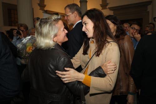 Andrea Gmür (CVP) nimmt Gratulationen entgegen. (Bild: Philipp Schmidli, Luzern, 20. Oktober 2019)
