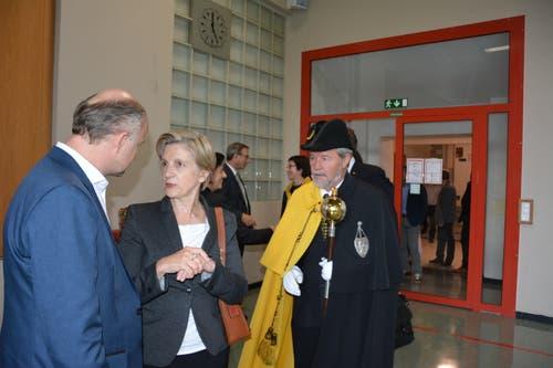 Von links: FDP-Parteipräsident Ruedi Cathry, die ehemalige FDP-Politikerin Gabi Huber und Landweibel Karl Kempf. (Bild: Christian Tschümperlin, Attinghausen, 20. Oktober 2019)