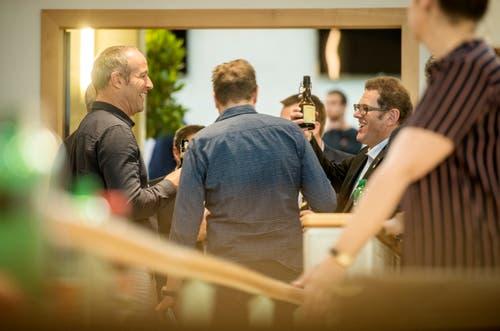 Jakob Stark (rechts) feiert seine Wahl in den Ständerat. (Bild: Reto Martin)