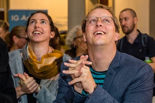 Gespanntes Warten auf die Wahlresultate. (Bild: Philipp Schmidli, Luzern, 20. Oktober 2019)