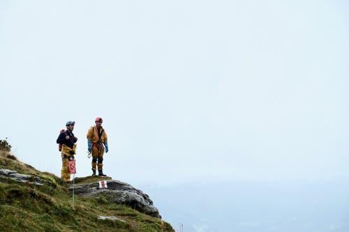 Die Technikergruppe ist unterwegs zur Höhle. (Bild: Christiana Sutter)
