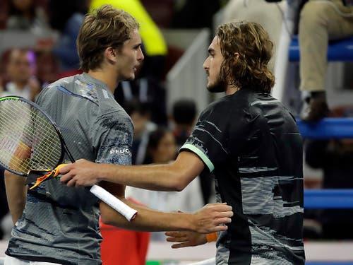 Alexander Zverev (links), der Gewinner der letzten ATP Finals, und Stefanos Tsitsipas, einer der Aufsteiger des Jahres 2018, sind am 500er-Turnier in der St. Jakobshalle die ersten Herausforderer von Roger Federer (Bild: KEYSTONE/AP/MARK SCHIEFELBEIN)