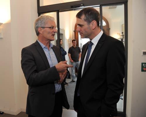 Die beiden Verlierer der Nationalratswahl: Urs Kälin (links) und Pascal Blöchlinger im Gespräch. (Bild: Urs Hanhart, Altdorf, 20. Oktober 2019)
