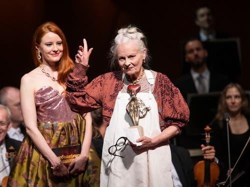 Die Designerin Vivienne Westwood bekam die Auszeichnung für ihr gesellschaftliches Engagement. (Bild: KEYSTONE/EPA/CHRISTIAN BRUNA)