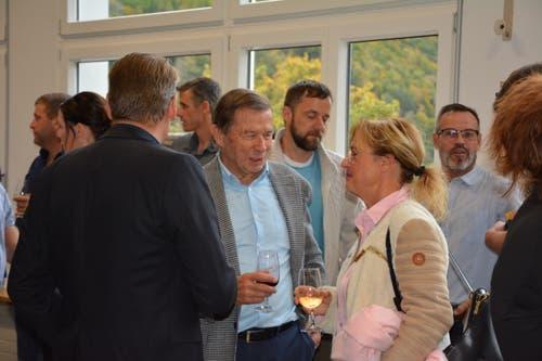 An der Wahlfeier waren auch prominente Gäste wie die ehemaligen Urner-FDP-Politiker Franz Steinegger und Gabi Huber vertreten. (Bild: Christian Tschümperlin, Attinghausen, 20. Oktober 2019)