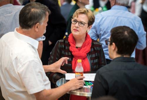 SP-Nationalrätin Edith Graf-Litscher im Gespräch mit BDP-Präsident Jürg Schumacher. (Bild: Reto Martin)