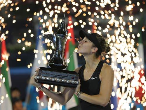Das Jahr mit einem Feuerwerk begonnen: Im Februar gewann Bencic das glänzend besetzte Turnier in Dubai und lag danach fast konstant auf Masters-Kurs (Bild: KEYSTONE/AP/KAMRAN JEBREILI)