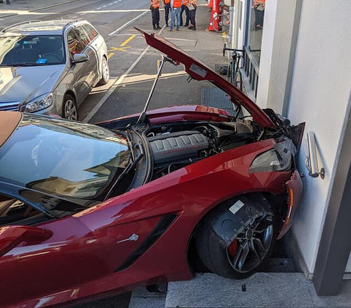 An der Corvette entstand massiver Sachschaden.