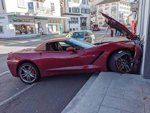 Am frühen Nachmittag wurde der Unfallwagen geborgen. (alle Bilder: Geri Holdener, Bote der Urschweiz)