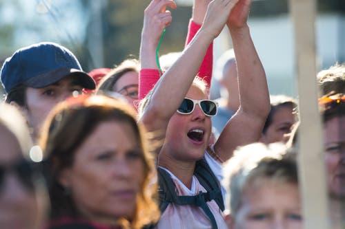 Das Publikum feuert die Läufer an. (Bild: Dominik Wunderli, Luzern, 27. Oktober 2019)