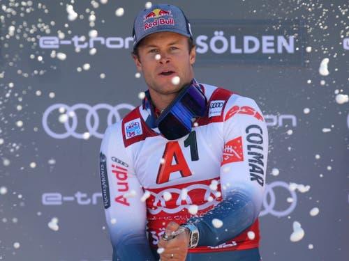Alexis Pinturault lässt im ersten Rennen nach dem Rücktritt von Marcel Hirscher die Korken knallen (Bild: KEYSTONE/AP/MARCO TROVATI)