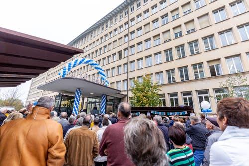 Das Interesse war eindrücklich. Schon vor dem offiziellen Beginn um 10 Uhr warteten die ersten Besucher vor dem Haupteingang.