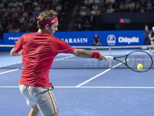 Roger Federer diktiert das Geschehen auch im Final gegen Alex de Minaur nach Belieben (Bild: KEYSTONE/GEORGIOS KEFALAS)