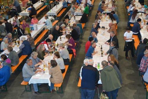 Die Markthalle in Wattwil war gut besucht. (Bild: Adi Lippuner)