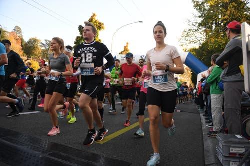 Die Läufer kurz nach dem Start. ( Bild: Corinne Glanzmann, Luzern, 27. Oktober 2019)