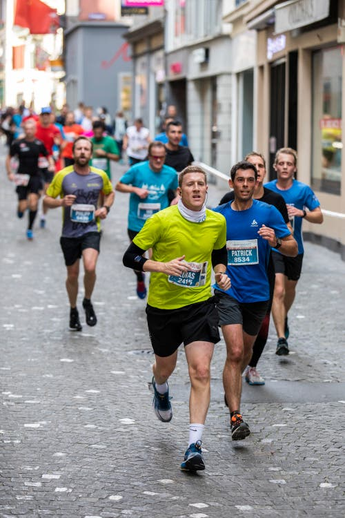 Läufer in der Altstadt. (Bild: Patrick Hürlimann, Luzern, 27. Oktober 2019)