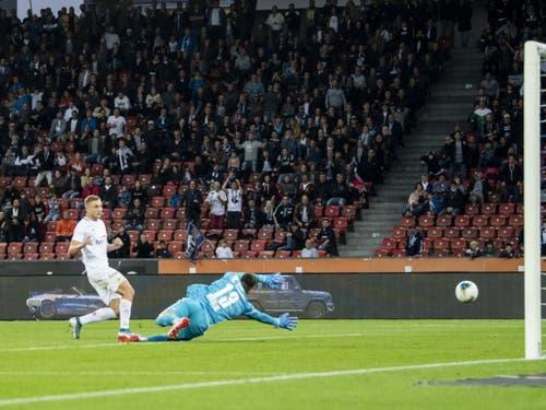 Blaz Kramer erzielt im Duell zwischen dem FC Zürich und dem FC Basel das 3:2 für das Heimteam (Bild: KEYSTONE/ENNIO LEANZA)