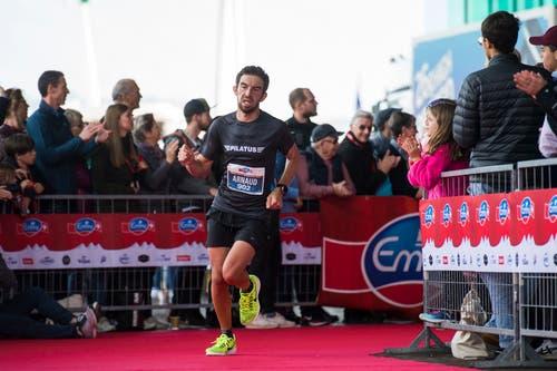 Die Läufer beim KKL. (Bild: Dominik Wunderli, Luzern, 27. Oktober 2019)