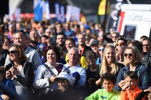 Zuschauer im Zielgelände. (Bild: Corinne Glanzmann, Luzern 27. Oktober 2019)