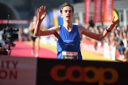Manuel Waiss aus Sursee gewinnt das Rennen über 10 Kilometer. (Bild: Corinne Glanzmann, Luzern, 27. Oktober 2019)