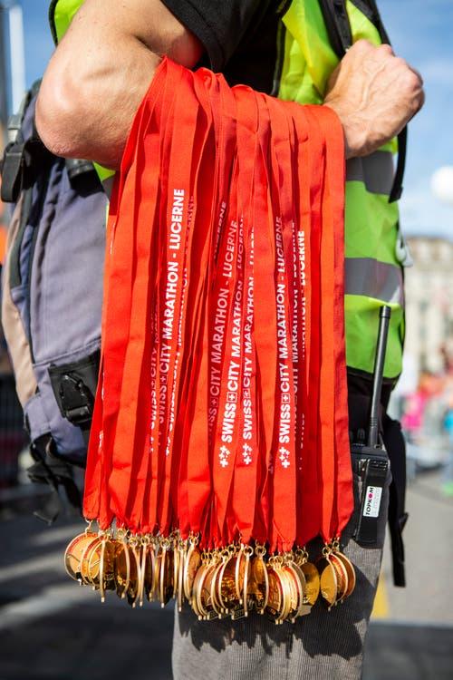 Medaillen für die Teilnehmer des Maratholino. (Bild: Patrick Hürlimann, Luzern, 27. Oktober 2019)