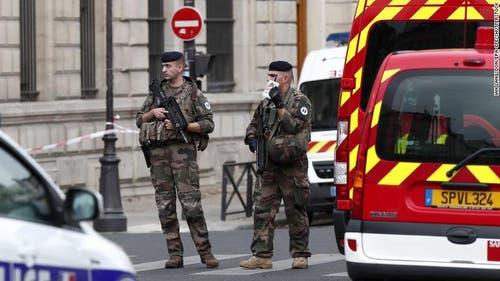 Die Armee wurde ebenfalls aufgeboten. (Bild: Le Parisien)