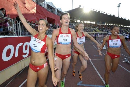 2011: Athletissima LausanneDie 4x100-Meter-Staffel der Frauen - mit Kambundji ganz rechts im Bild - läuft an der Athletissima in Lausanne in 43,90 Sekunden Schweizer Rekord und unterbietet damit die EM-Limite. Es ist die Geburtsstunde einer neuen Paradedisziplin in der Schweizer Leichtathletik. (Bild: Keystone)