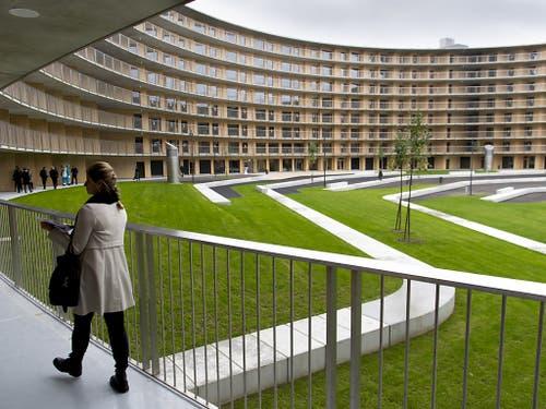 Das Olympische Dorf der JOJ 2020 in Lausanne hat acht Stockwerke und soll rund 1800 Sportlerinnen und Sportler beherbergen. Nach den Spielen sollen die Studios umgenutzt und an rund 1000 Studentinnen und Studenten vermietet werden. (Bild: KEYSTONE/LAURENT GILLIERON)