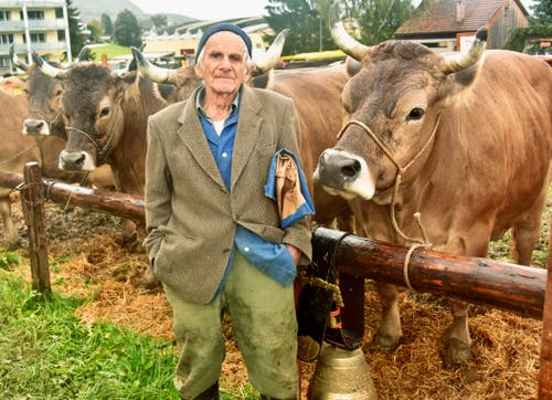 Fritz Hagmann umsorgt das Original Braunvieh auch noch im hohen Alter von 89 Jahren.
