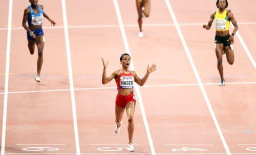 Kann es nicht fassen: Salwa Eid Naser (Bahrain) realisiert in diesem Moment, dass sie Weltmeisterin über 400 Meter ist. (Bild: Keystone)