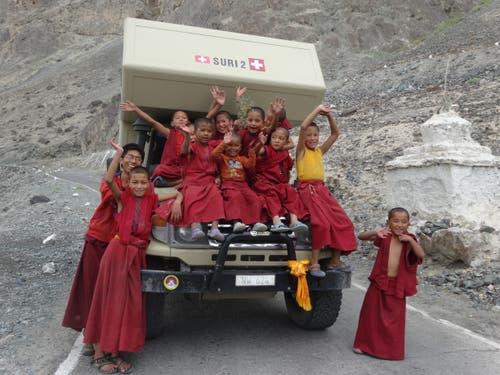 Ladakh, Indien: An Nachwuchs von jungen Mönchen scheint es nicht zu mangeln. Diskit Gompa im Nubra Valley. (Bild: Walter Odermatt)