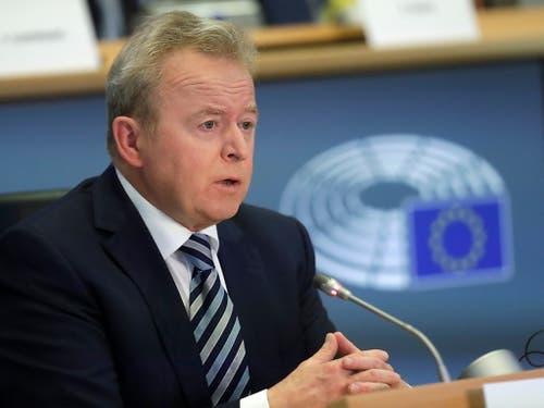 Der Pole Janusz Wojciechowski wird EU-Agrarkommissar. Nach seiner zweiten Anhörung sprachen sich alle Fraktionen im EU-Parlament für ihn aus. (Bild: KEYSTONE/EPA/OLIVIER HOSLET)