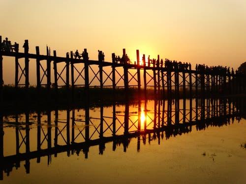 «U-Bein» Brücke in Myanmar: die längste Teak Holz Brücke der Welt. (Bild: Walter Odermatt)