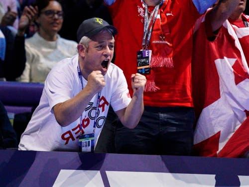 Auch die Unterstützung der vielen Schweizer Fans zeigte bei Roger Federer nicht die erhoffte Wirkung (Bild: KEYSTONE/EPA/WILL OLIVER)