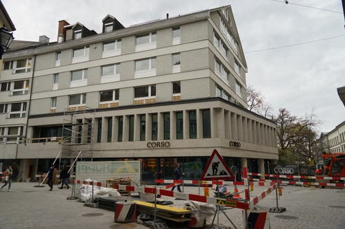 Rund um das Corso-Gebäude finden letzte Gestaltungsarbeiten statt. (Bilder: Sandro Büchler - 14. November 2019)