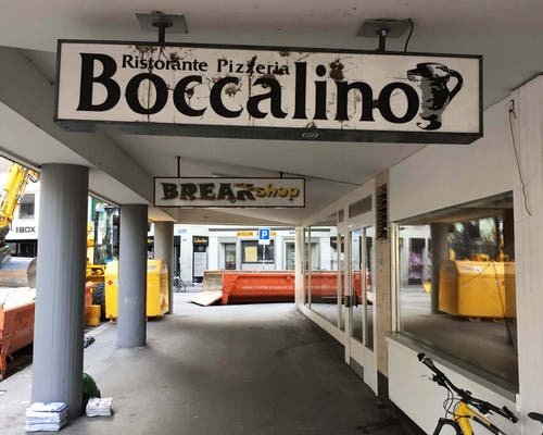 Der Haupteingang zum Boccalino befand sich seitlich am Gebäude in einem Laubengang. (Bild: Sammlung Reto Voneschen - Dezember 2017)