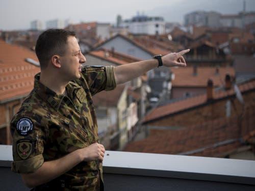Hauptmann Giacomo Salvi (32) ist begeistert von der kulturellen Vielfalt und der reichen Geschichte von Prizren. Religiöse Spannung zwischen der Kosovo-albanischen Mehrheit und den Minderheiten von der Kosovo-Serben, Kosovo-Bosniaken und Kosovo-Roma gab es in seinem Sektor bisher keine. (Bild: Keystone/JEAN-CHRISTOPHE BOTT)