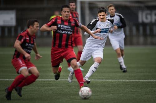 Bazenheid (rot-schwarz) im Derby gegen Wil U20. (Bilder: Benjamin Manser)