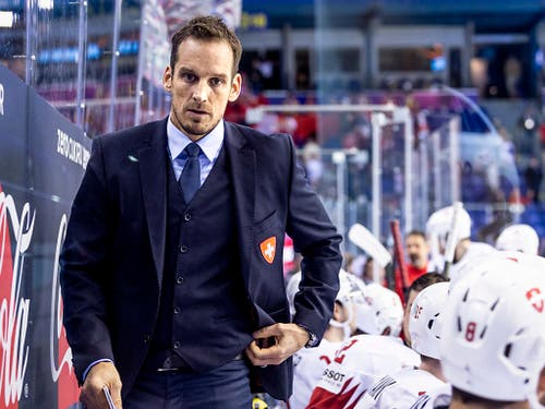 Der Schweizer Nationaltrainer Patrick Fischer sah zum Turnierauftakt gegen die Slowakei ein ganz starkes Mitteldrittel seines Teams (Bild: KEYSTONE/MELANIE DUCHENE)