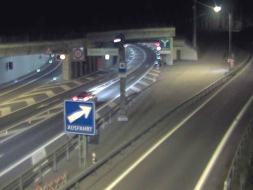 A8 Lopper Portal Süd, Blickrichtung Luzern. Aufnahme von 18.12 Uhr. (Bild: Luzernmobil.ch)