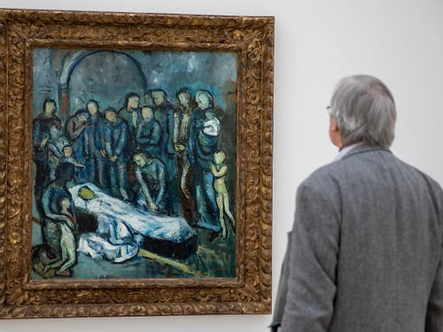 Ein Besucher betrachtet am Freitag in der Fondation Beyeler in Riehen bei Basel das Bild «La Mort (La Mise au tombeau)» (1901) von Pablo Picasso. Die Ausstellung «Der junge Picasso - Blaue und Rosa Periode» findet vom 3. Februar bis 26. Mai 2019 statt. (Bild: KEYSTONE/PATRICK STRAUB)