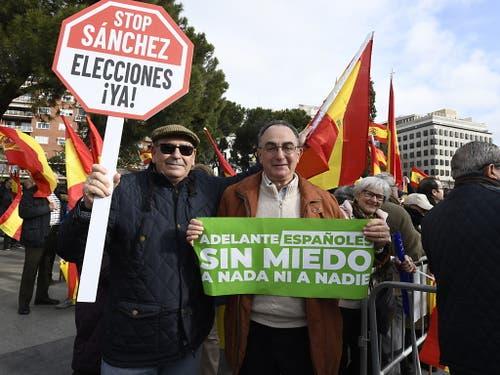 Die Organisatoren werfen der Regierung vor, bei Verhandlungen mit der separatistischen Regionalregierung Kataloniens zu nachgiebig zu sein. (Bild: KEYSTONE/EPA EFE/VICTOR LERENA)
