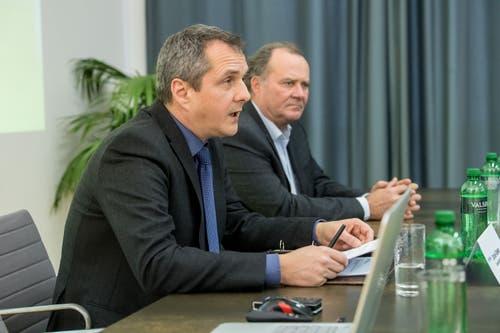 Daniel Gasser, Gemeindepräsident von Ebikon (links), und Felix Meyer, Geschäftsleiter der Migros-Genossenschaft Luzern, an der Information über das Nein zum Projekt auf dem MParc-Areal . (Bild: Nadia Schärli, 10. Februar 2019)
