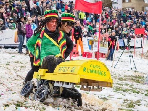 «Das geht über eure Vorstellungskraft, Jamaica hat 'ne Bobmannschaft.» Der Film «Cool Runnings» aus dem Jahr 1993 feiert ein Revival als Kinderwagen. (Bild: Sascha Erni)