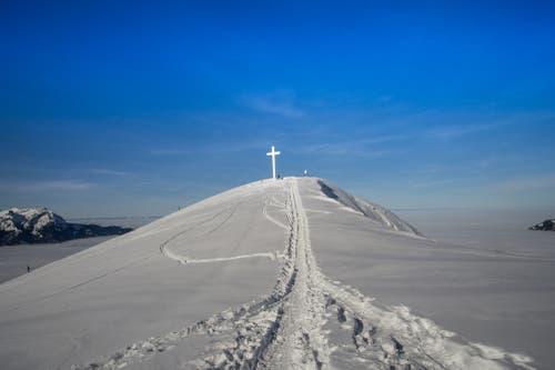 Schneeschuhspur zum Buochserhorn an einem perfekten Wintertag. (Bild: Vinzenz Blum, 6. Februar 2019)