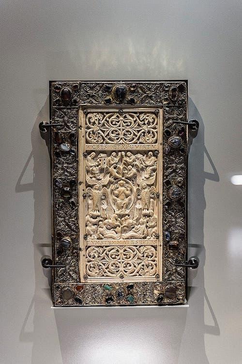 Das Evangelium longum aus dem Jahr 895. Eine Pergamenthandschrift mit einem Prachteinband aus Elfenbein