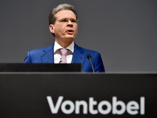 Vontobel-Chef Zeno Staub erwartet zwar für das laufende Jahr erneut ein «herausforderndes Umfeld». Doch die klare Erholung der Märkte seit Jahresbeginn dürfte für etwas Erleichterung sorgen. (Bild: KEYSTONE/WALTER BIERI)